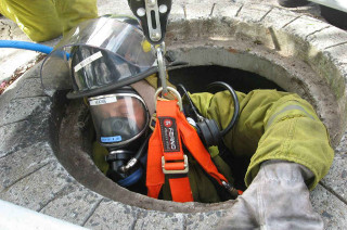 Entry Into Confined Spaces with Escape And Full Working BA